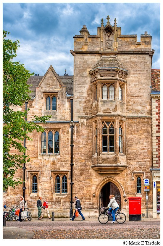 Photo of a street scene in the city of Cambridge in England