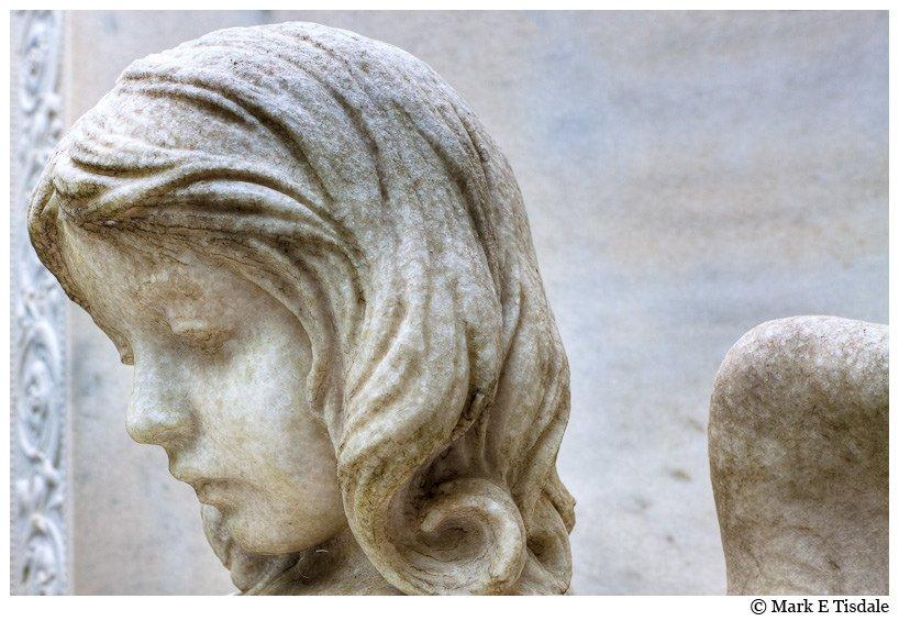 Angel statue picture in Savannah's Bonaventure cemetery