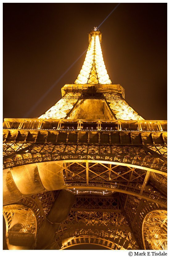 Night-time photo of the famous Eiffel Tower