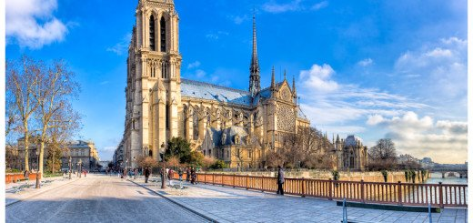 Panorama Photo of Paris' famous Notre Dame Cathedral