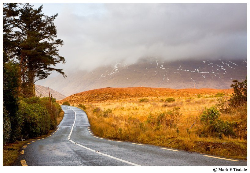 Picture of a road in the moody landscape of Connemara in winter