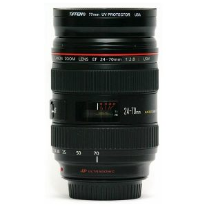 Canon 24-70 mm F2.8 lens side at 70 mm
